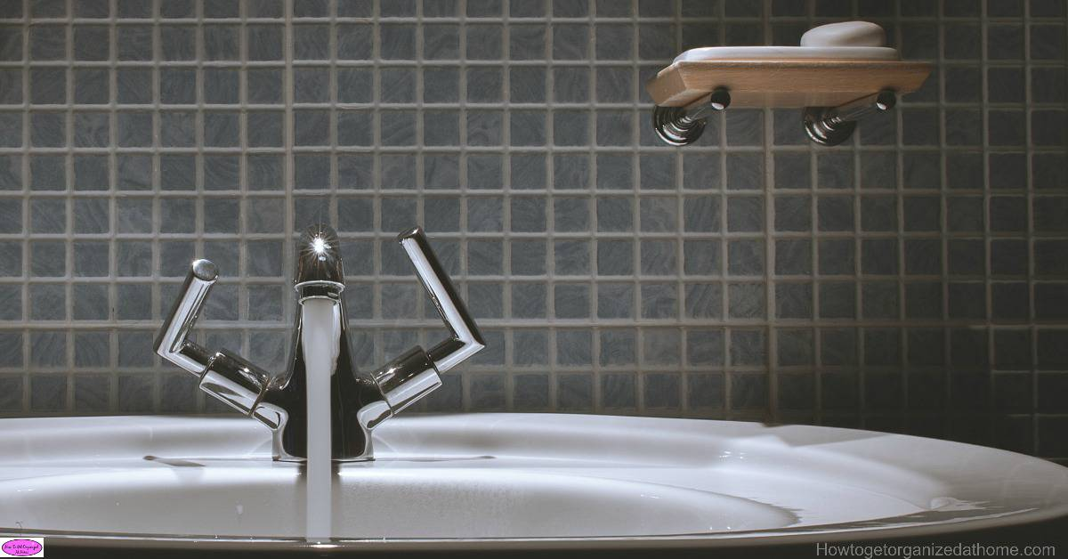 15 reasons why you should deep clean your bathroom