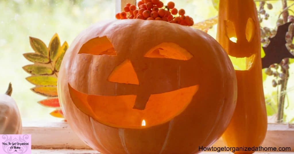 Awesome Halloween decorations that you can make at home with your family! They are super simple DIY Halloween decorations that you will love!